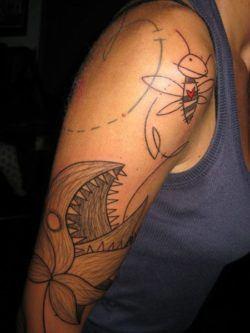 Yann black avant garde tattoo design heart bee childrens for Avant garde tattoo