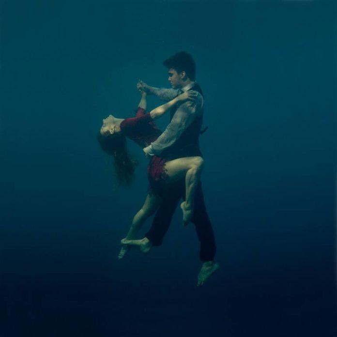An artistic photograph by Katerina Bodrunova of a couple dancing the tango underwater