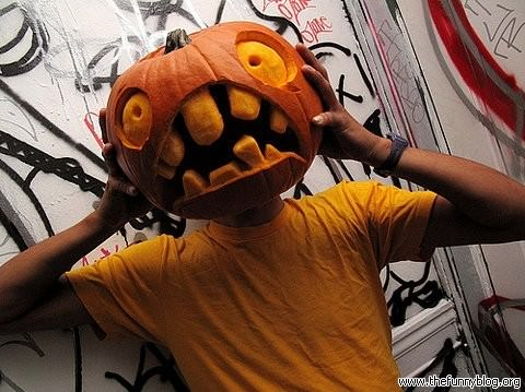 A funny halloween picture of a pumpkin head screaming