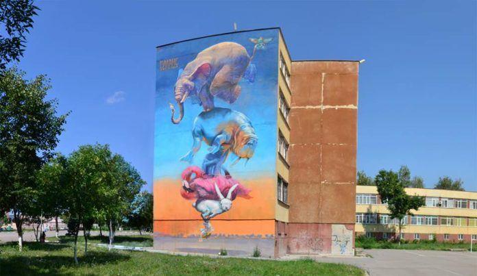 Graffiti art team 140 Ideas balance a rabbit, flamingo, chameleon, walrus and an elephant on a bee