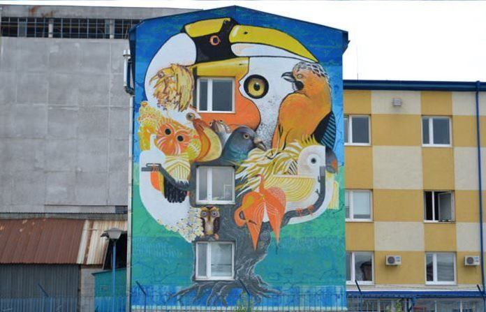 Graffiti art team 140 Ideas shows how four different artists can create one piece of art in this street ar mural of birds