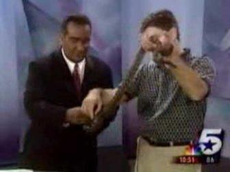 News Reporter vs Lizard! Funny as Hell!