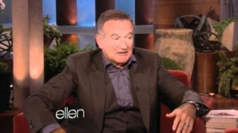Robin Williams does an Impersonation of a French Siri